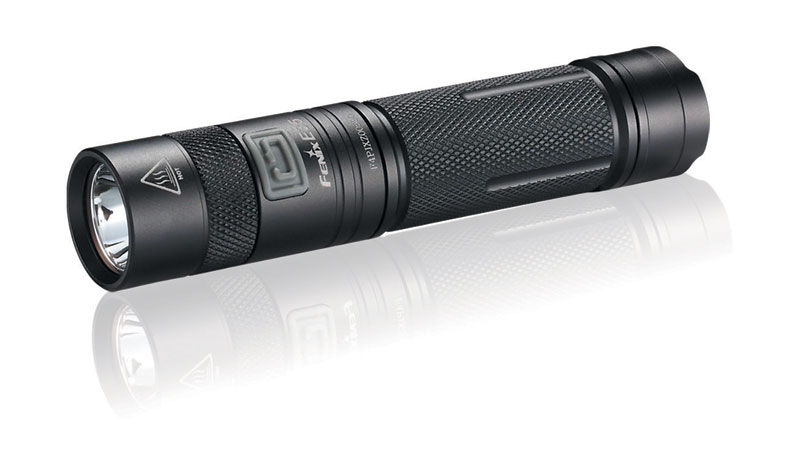 LED svítilna Fenix E35
